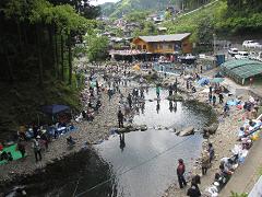 秋川国際マス釣り場